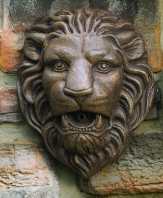 Lion Head Wall Plaque Plumbed 11