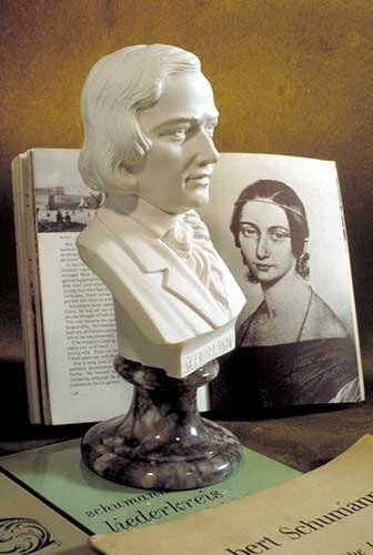 Statue of Robert Schumann Bust