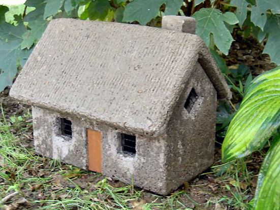English Cottage Concrete Roof Garden Accessory Decor