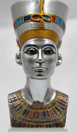 the bust of nefertiti and her The iconic bust of nefertiti, discovered by ludwig borchardt, is part of the ägyptisches museum berlin collection, currently on display in the altes museum image source: new world encyclopedia nefertiti is depicted in images and statuary in a large image denoting her importance.